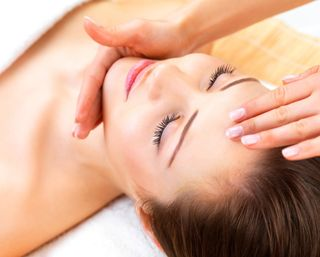Massage du visage pour 1 personne - Hôm Sérénité